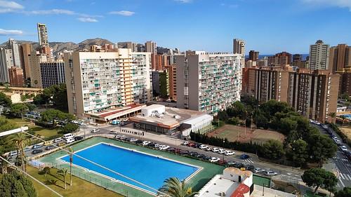 Fabulosas vistas despejadas y al mar, muy soleado.  Solicite más información a su inmobiliaria de confianza en Benidorm  www.inmobiliariabenidorm.com