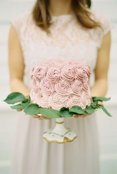 Wedding Cakes : Decorated cake: www.stylemepretty...   Photography: Elisa Bricker - elisabricker...