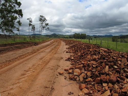 Estradas de Passo da Taquara também  vão receber melhorias com o empedramento e processo de compactação