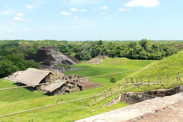 Zona arqueologica de Comalcalco