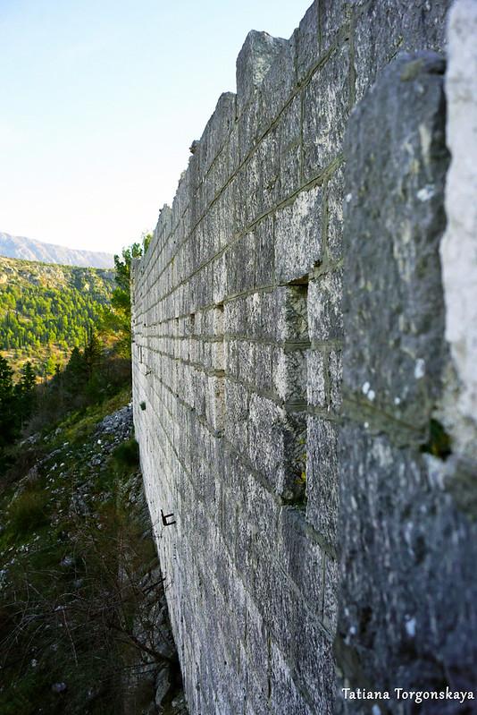 Крепостная стена в верхней части  Видошкого града