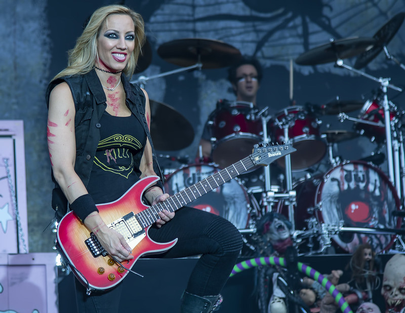 Nita Strauss playing for Alice Cooper @ 2016 Copenhell
