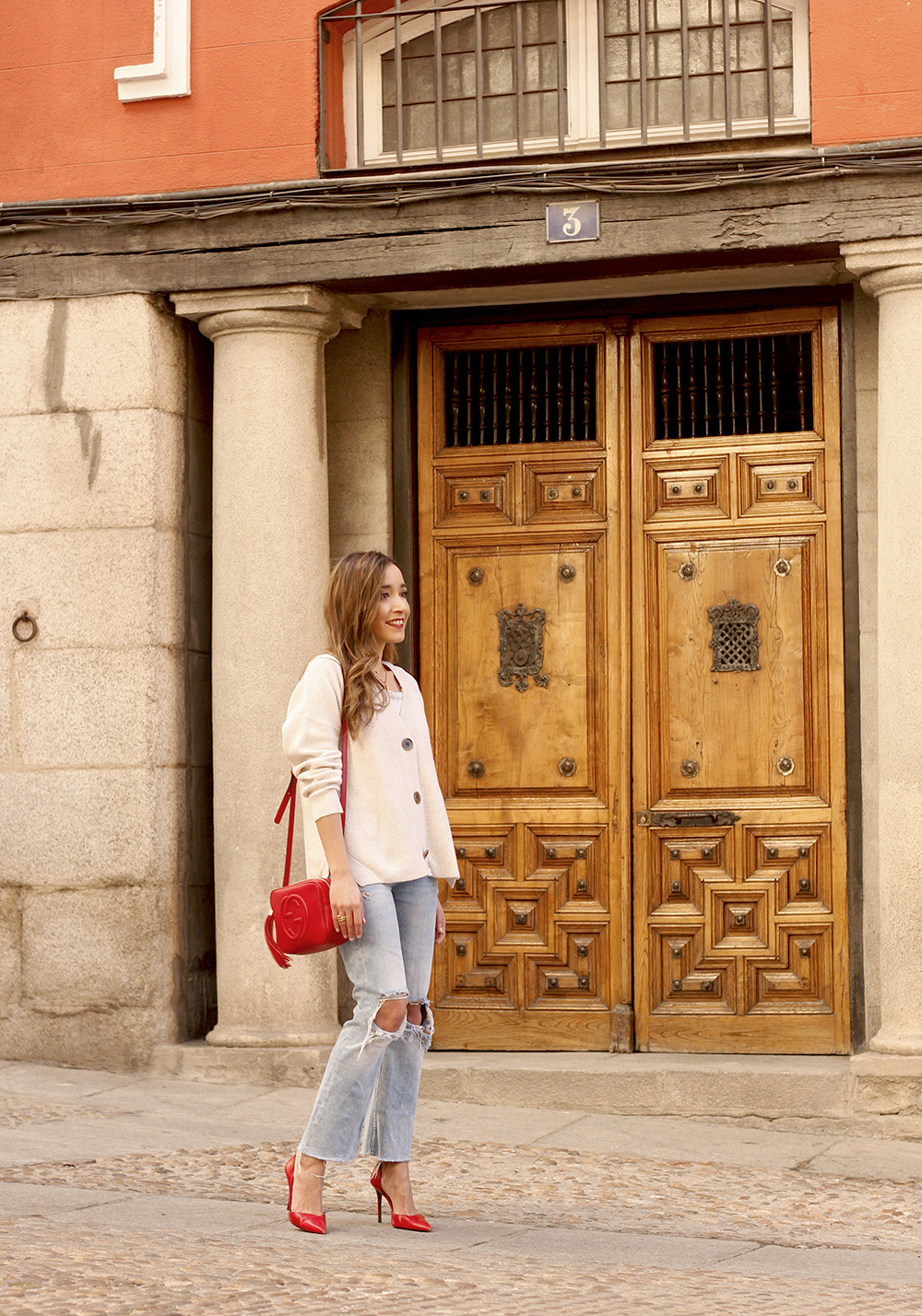beige cardigan gucci bag red heels ripped jeans street style outfit 20194