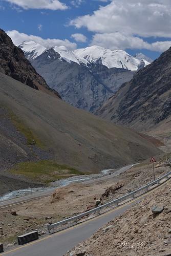 Derniers lacets avant le col de Kunjerab (4 693 m) sur la Karakoram Highway