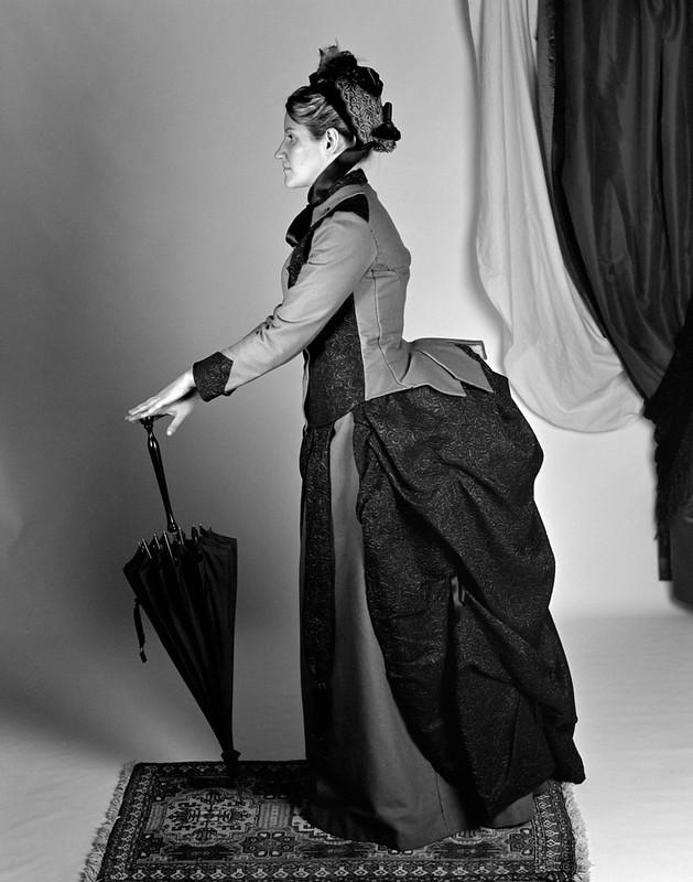 Robe à tournure 1880