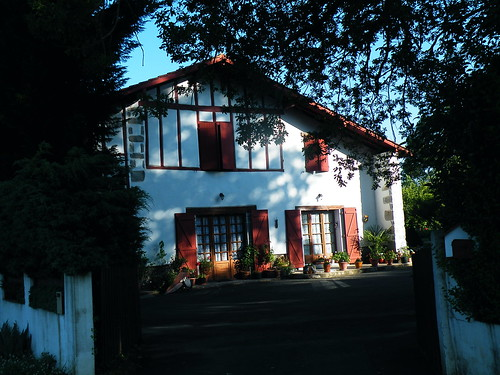 20090603 027 1113 Jakobus Haus Fensterläden rot