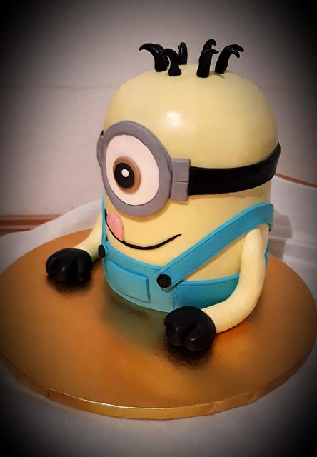Minion Cake by Hizak Besa