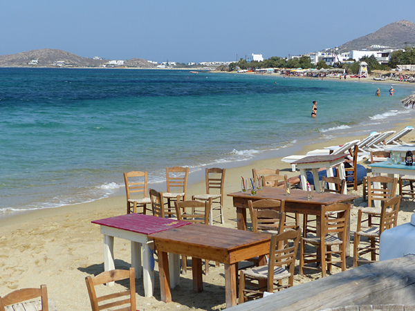 tables sur la plage