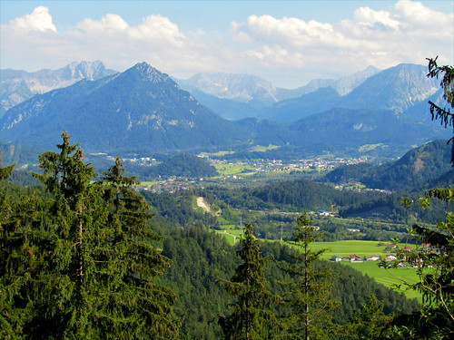 View of region around Pinswang and Reutte from trail Dreiländereck
