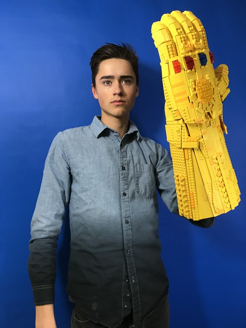 1-1 Scale Wearable LEGO Infinity Gauntlet