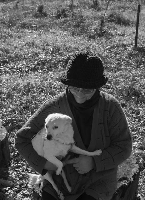 Woman with dog, Nikon D3300, AF-S DX Nikkor 35mm f/1.8G