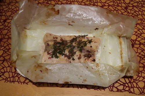 Lachs im Pergamentpapier (ausgepackt)
