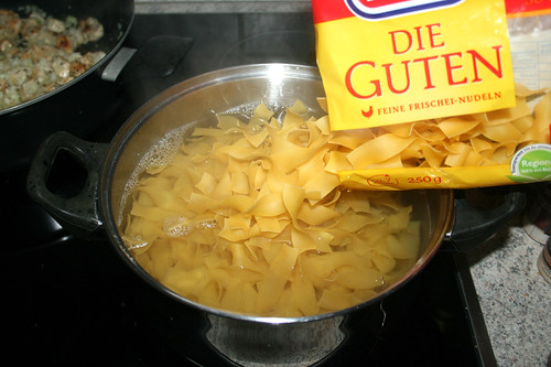 27 - Nudeln kochen / Cook noodles