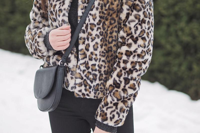 mielipiteitä jakava leoparditakki