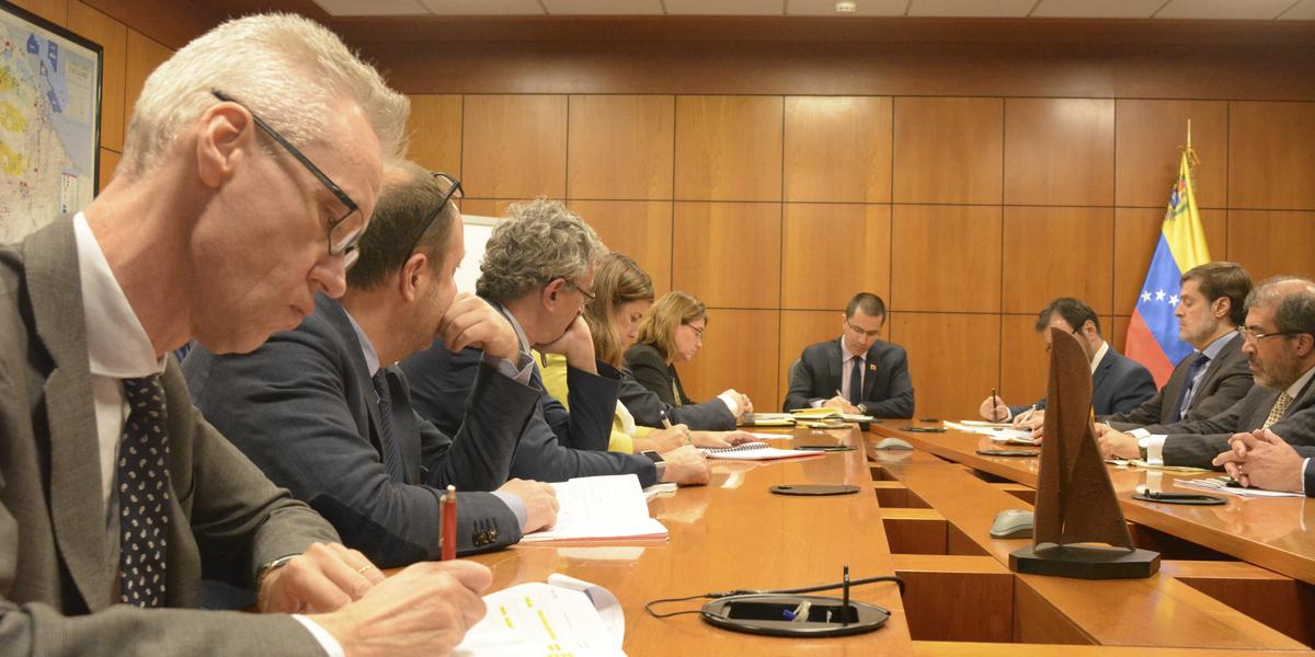 Canciller Arreaza reitera disposición al diálogo durante encuentro con el Grupo de Contacto Internacional
