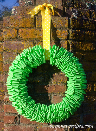 Crepe-Paper-Wreath-for-Spring-1
