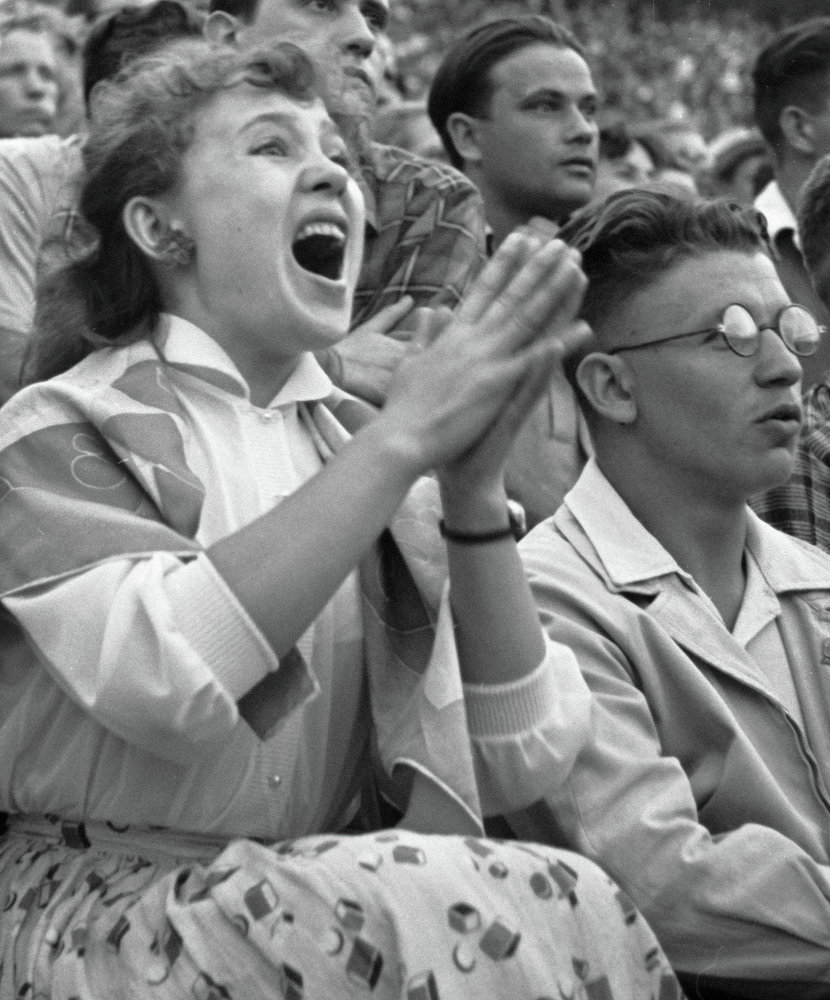 1958. Надежда Румянцева на футбольном матче. 12 сентября