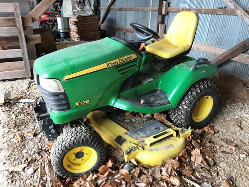 John Deere X 728 Ultimate riding lawn tractor | by thornhill3