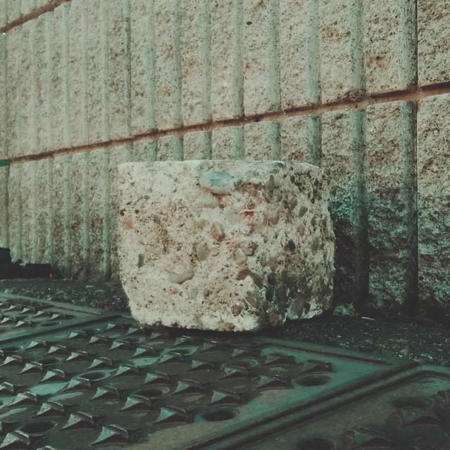 Cube stone