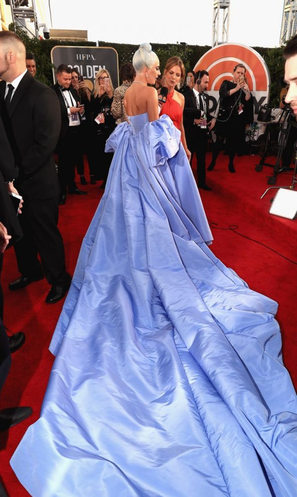 Lady Gaga Pukau Gaun Biru Persis Cinderella