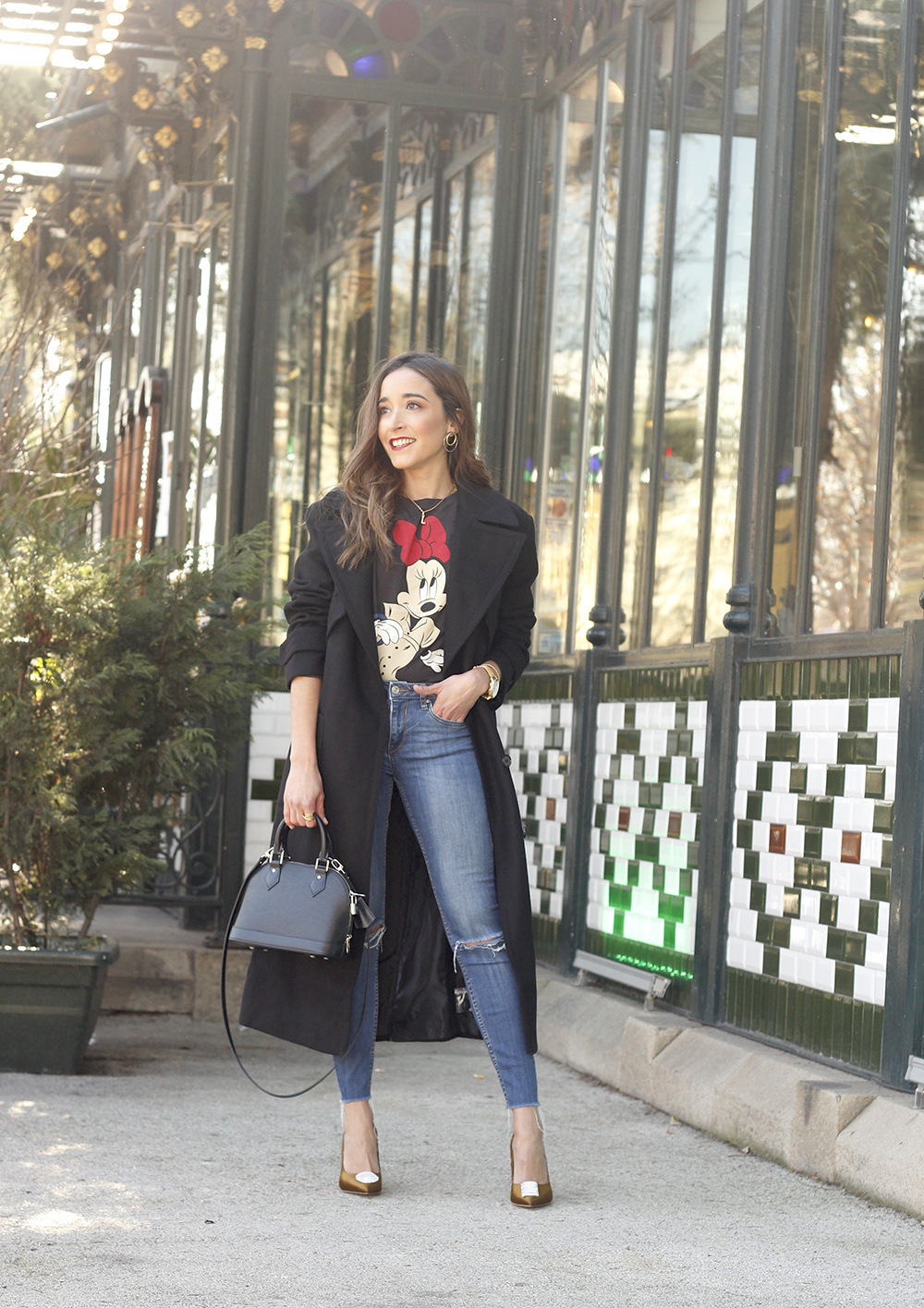 black trench coat amazon fashion minnie t-shirt louis vuitton bag uterqüe street style outfit 20191