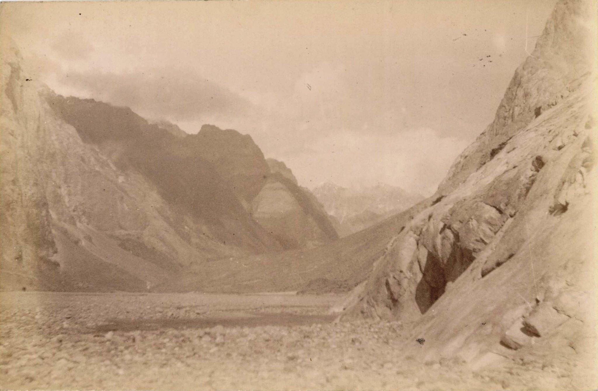 13. Ледники гор Хан-Тенгри. Ледник Западный Моцарт