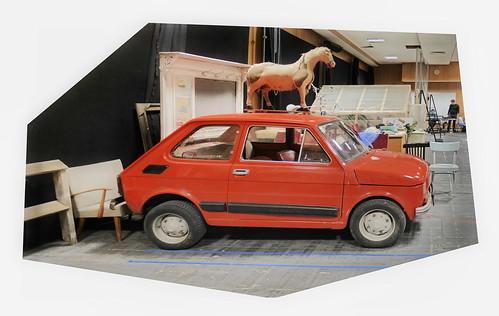 Horse on top of the red car (Fiat) at the rehearsal room - und 2017: Pferd auf dem Dach des roten Autos auf der Probebühne - die ausgestopfte Katze sitzt dahinter am Schreibtisch, hinter der Schreibmaschine zwischen den Telephonen