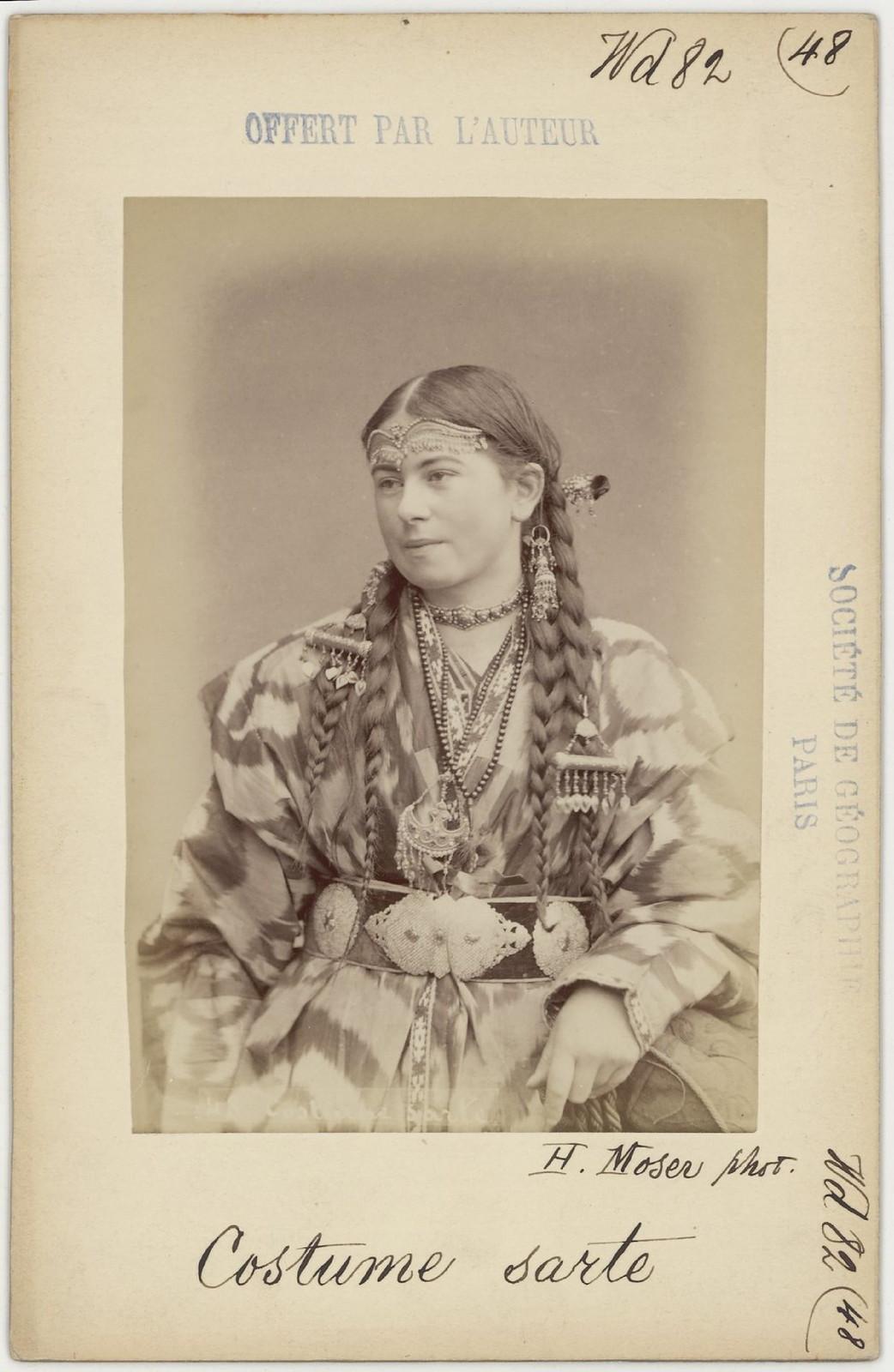 48. Сартянка в традиционной одежде