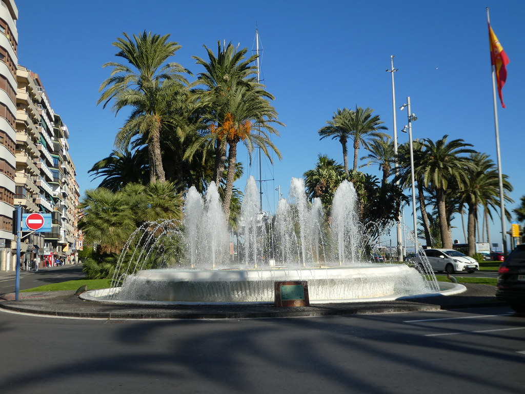 Fountain by the marina in Alicante
