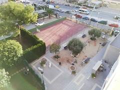 Urbanización provista de pistas de tenis y piscinas. En su inmobiliaria Asegil en Benidorm le ayudaremos sin compromiso. www.inmobiliariabenidorm.com