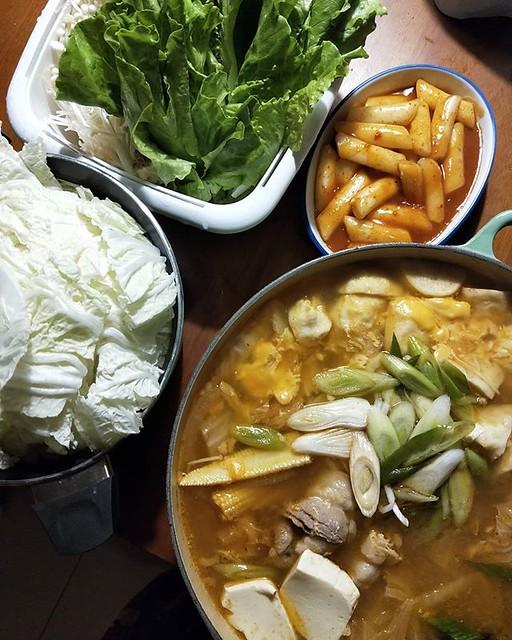 20190221 ✓韓式泡菜鍋 ✓辣炒年糕 只差真露啊 #葛蘿的餐桌 #韓式之夜