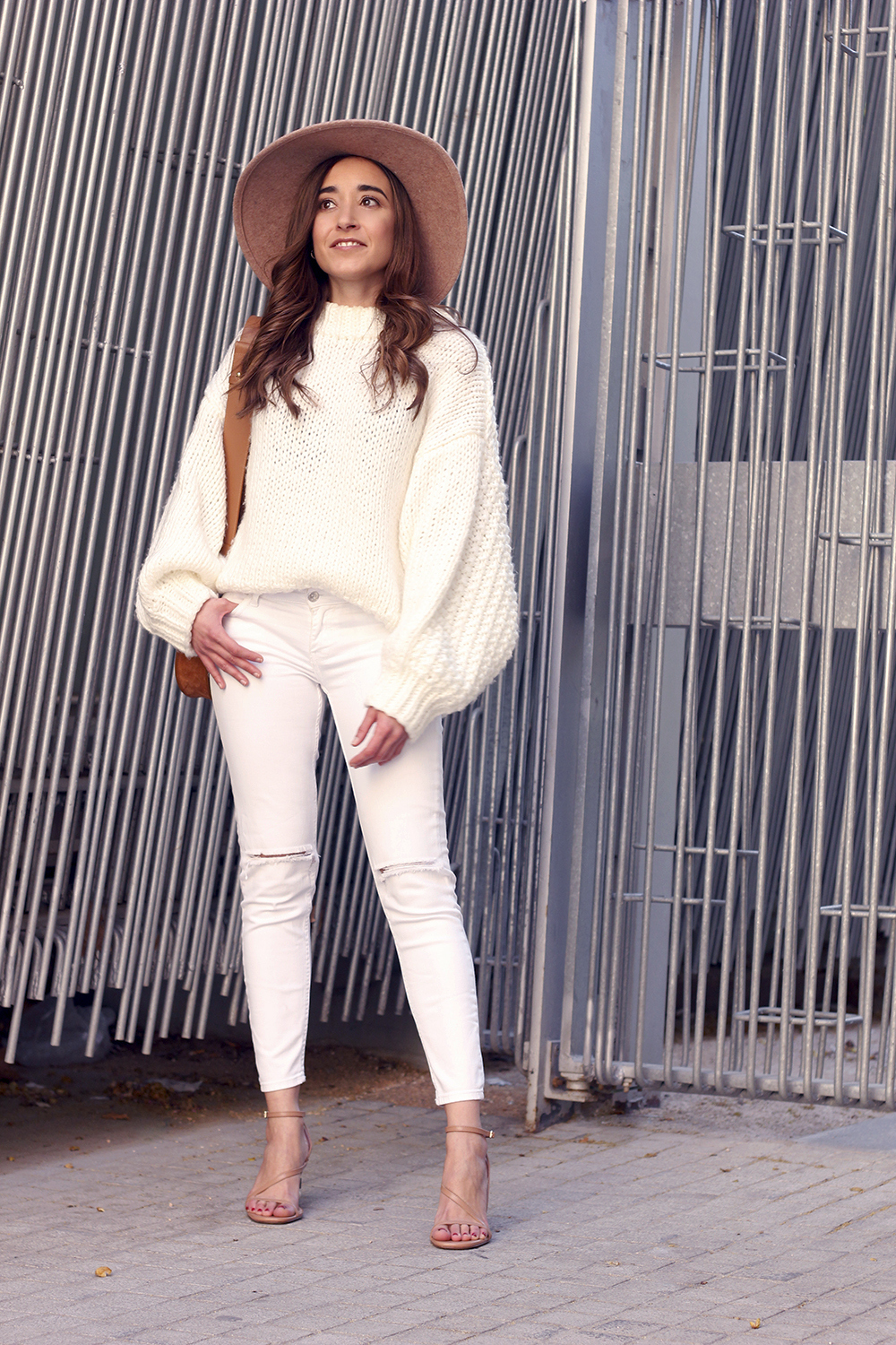 white outfit  beige hat beige bag street style casual outfit 20192