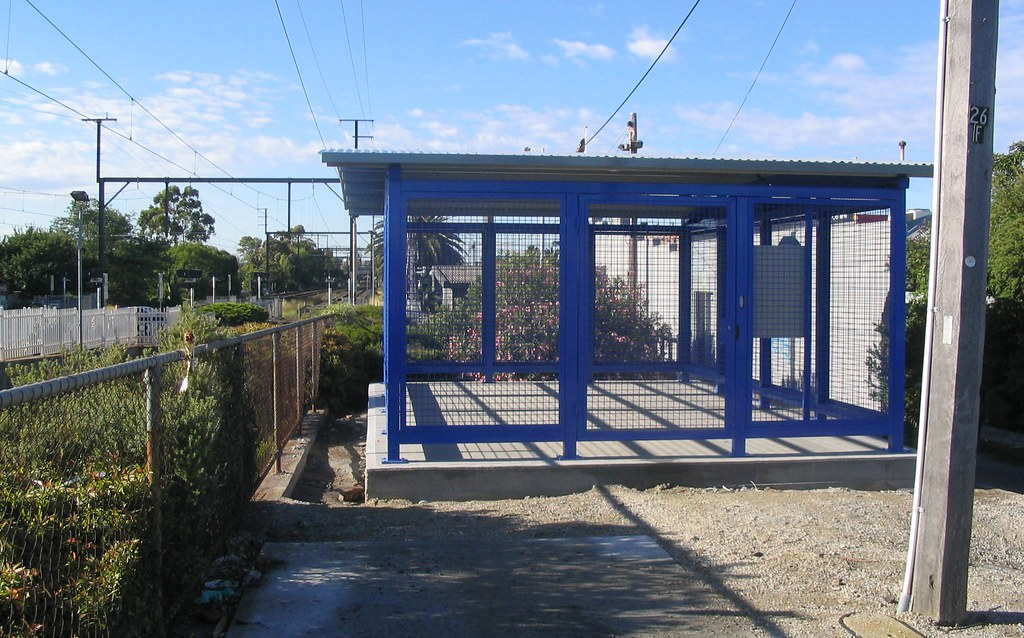 New Parkiteer cage under construction at Bentleigh, December 2008. (Demolished: 2016)