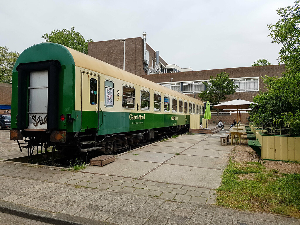 A picture of a train carriadge, home of a restaurant in Rotterdam