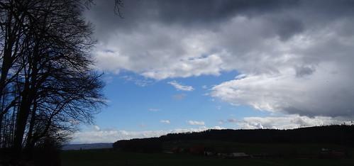 cielo azul en parte