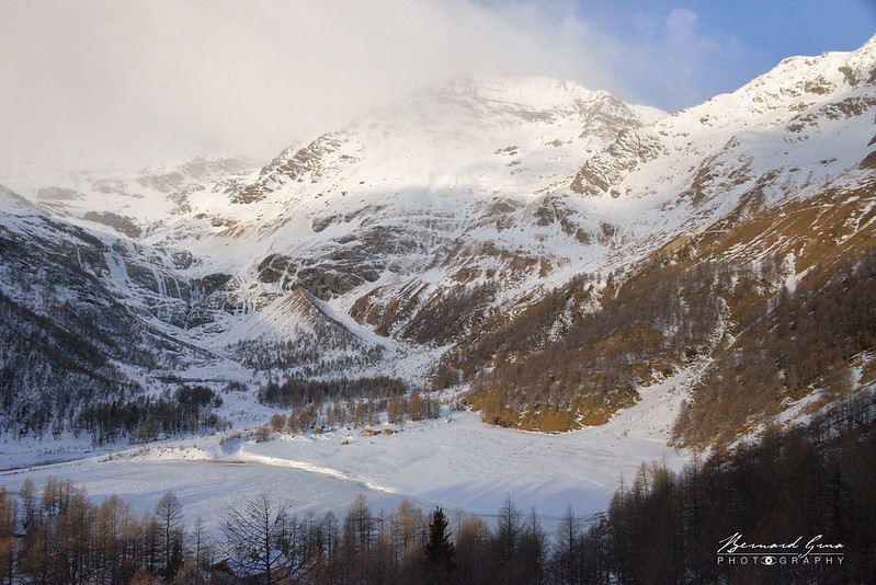 Le lac et le bout du plateau de Cavaglia au pied du glacier de Palü - Bernina Express -  Voyage Bernard Grua - Rhätische Bahn, Chemins de fer rhétiques