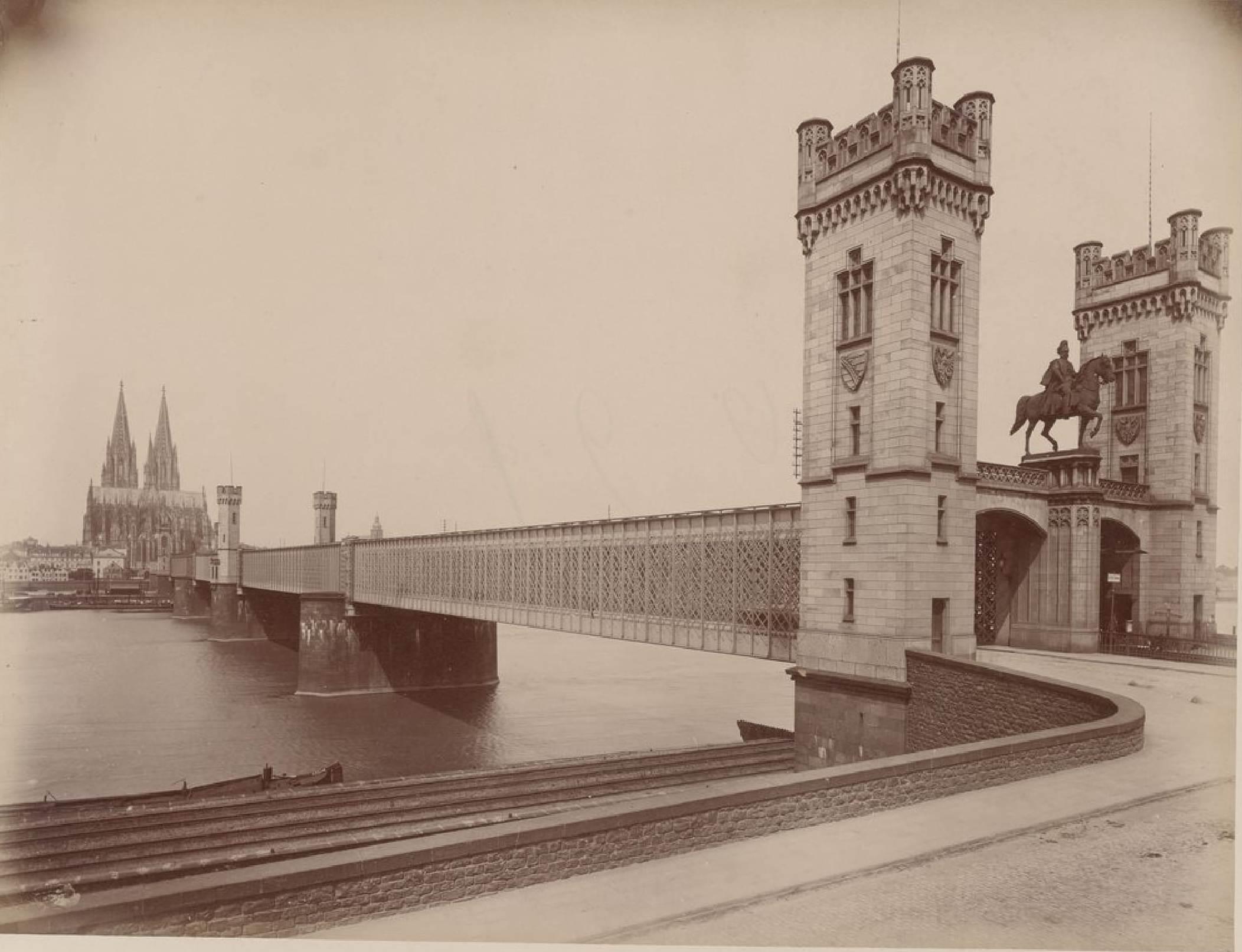 Германия. Кельн. Железнодорожный мост и собор
