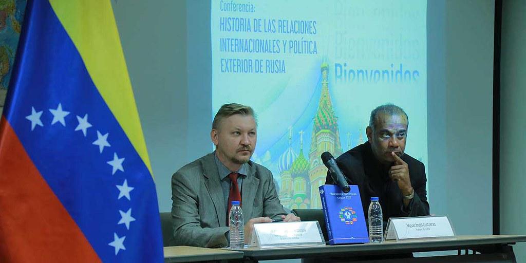 """Trabajadores de la Cancillería participan en conversatorio """"Historia de la Relaciones Internacionales de Rusia"""