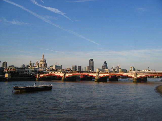 London, Canon DIGITAL IXUS 430