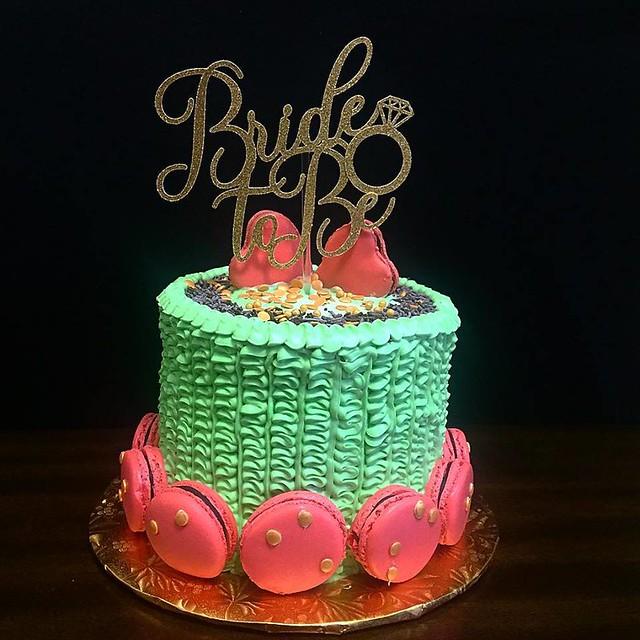 Cake by Uzi Bakes
