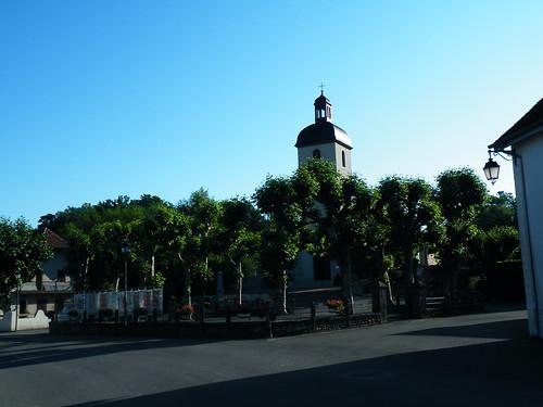 20090601 057 1111 Jakobus Castetnau Kirche Turm Bäume