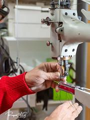 Preparando la máquina de coser cuero