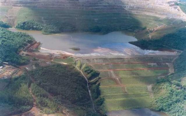 Mais de 700 pessoas são desalojadas após alerta de rompimento de duas barragens em MG