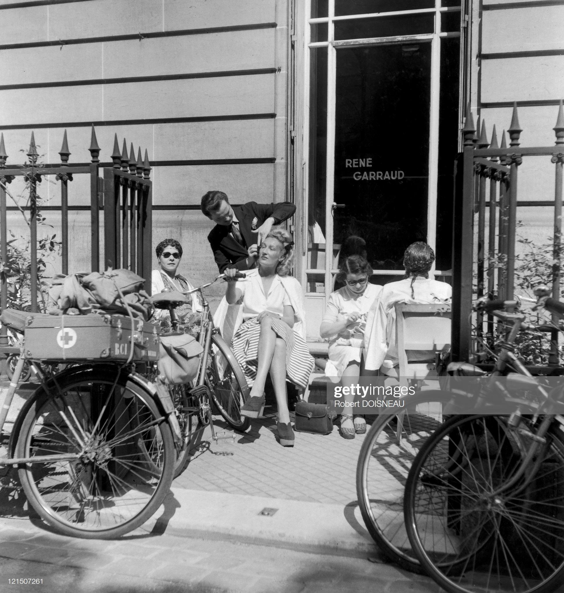 1943. Париж. Салон красоты на свежем воздухе