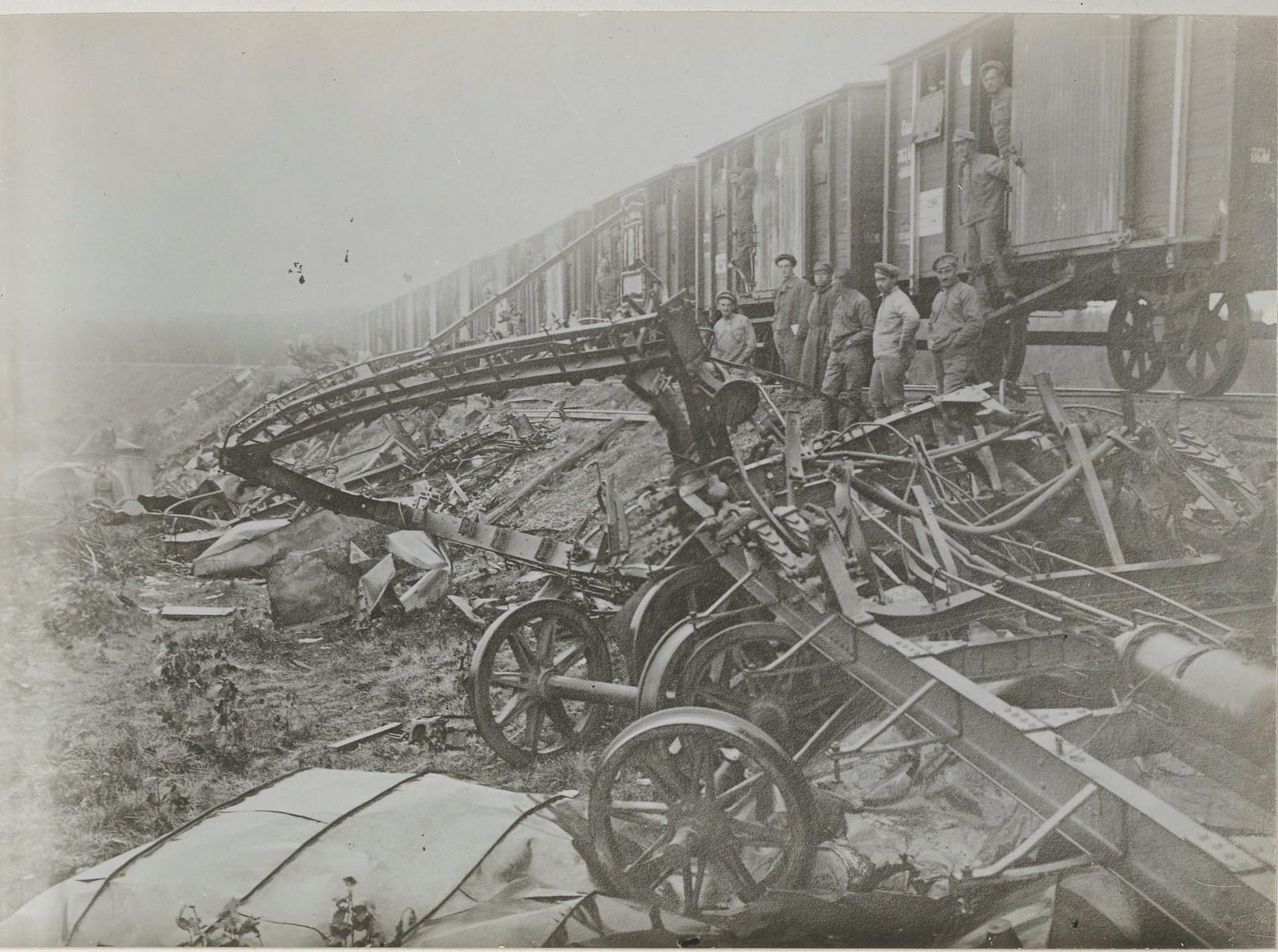 Авария на железной дороге. Чешские легионеры