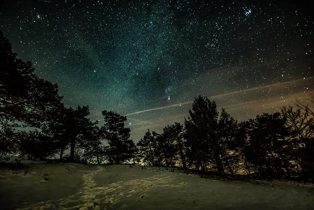 Winterlicher Sternenhimmel über der Eifel bei Winnerath