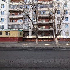 進城來到蒙古國首都的烏蘭巴托,街頭上有前朝濃厚的共產風格,獨立後也沒有被新時代而褪色,其實幾靚又有特色。 【浪游旅人】https://ift.tt/1zmJ36B #bacpackerjim #streetview #sovietisation #cyrillic #monholiancyrillic #ulaanbaatar #mongolia #Улаанбаатар #монголулс