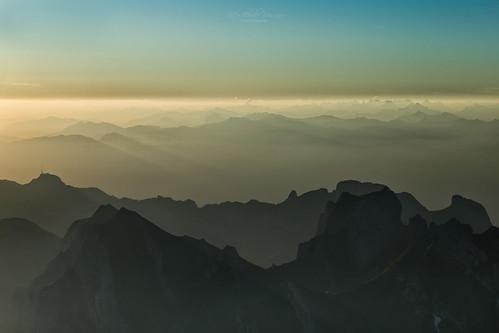 switzerland landschaft landscape schweiz appenzell alpstein säntis säntisgipfel sonnenaufgang sunrise berge mountains alpen alps magiclight berg himmel morgendämmerung dawn säntispeak