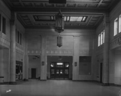 Canadian National Railway station rotunda, Hamilton, Ontario / Hall de la gare des Chemins de fer nationaux du Canada, Hamilton (Ontario)