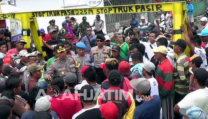 Demo Pembukaan Portal Pasir, Sopir Dan Warga Nyaris Bentrok